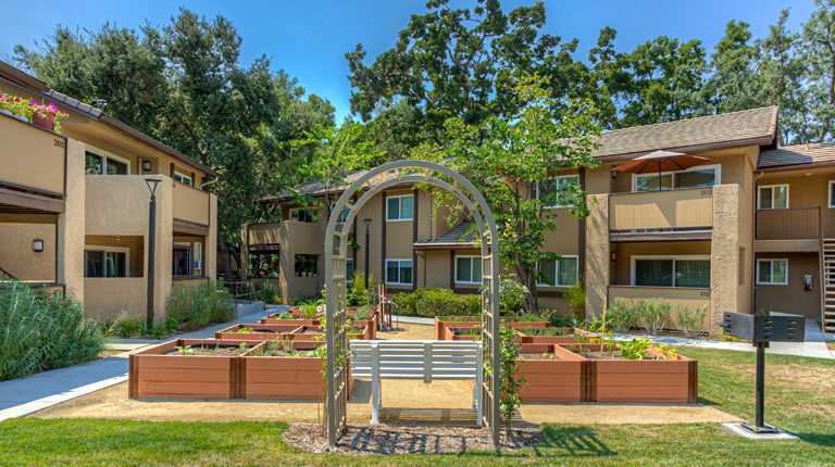 Schillo Gardens Apartments – Many Mansions